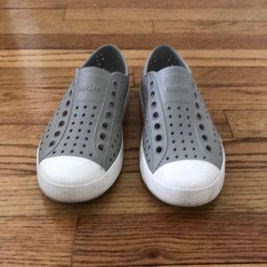 Native shoes women size 6/men's 4
